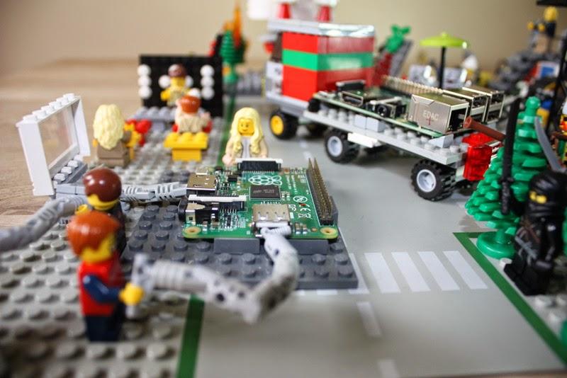 Die Lego Grundschule - Schüler stecken ihren Raspberry Pi zusammen