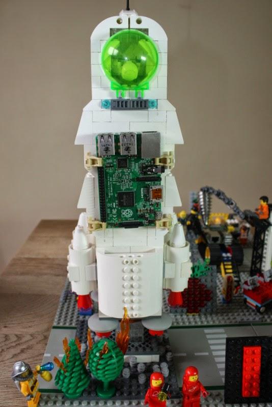 Die Weltraummission des Raspberry Pis darf natürlich auch nicht fehlen - hier der Astro Pi